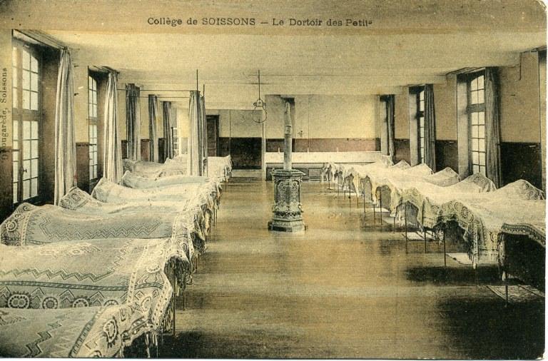 Collège de Soissons - Le Dortoir des Petits_0