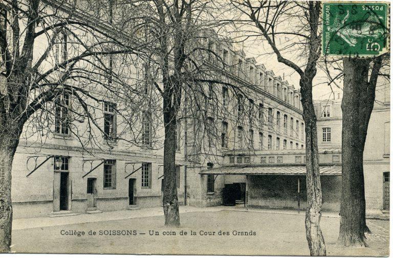 Collège de Soissons - Un coin de la Cour des Grands_0