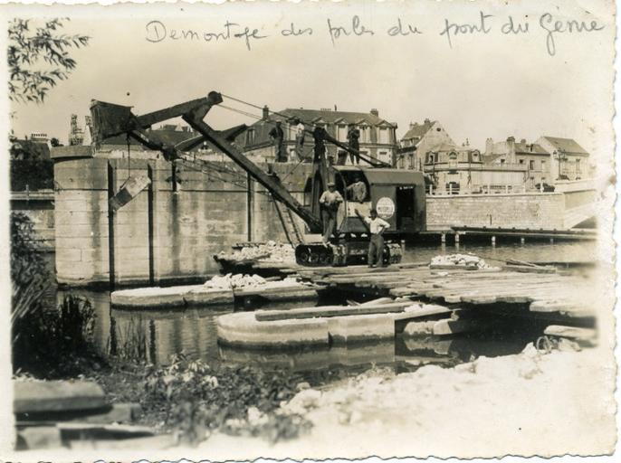Soissons - Démontage des piles du pont du Génie_0