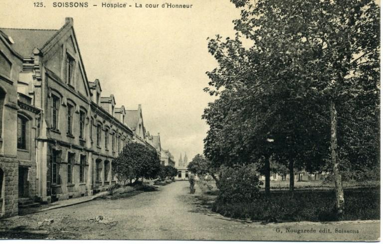 Soissons - Hospice - La cour d'Honneur