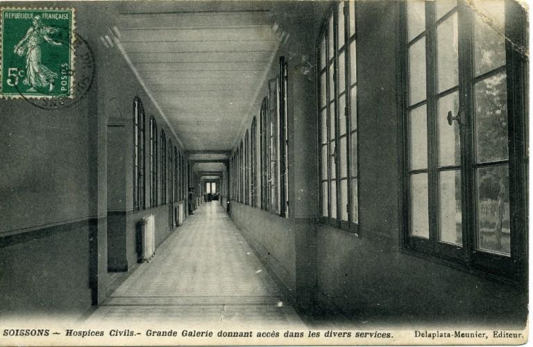 Soissons - Hospices Civils - Grande Galerie donnant accès dans les divers services_0