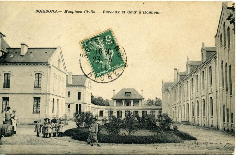 Soissons - Hospices Civils - Bureaux et Cour d'Honneur_0