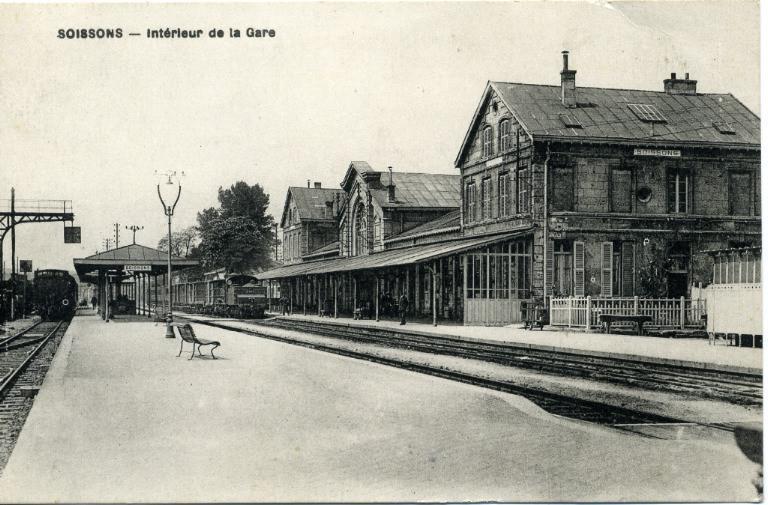Soissons - Intérieur de la Gare_0