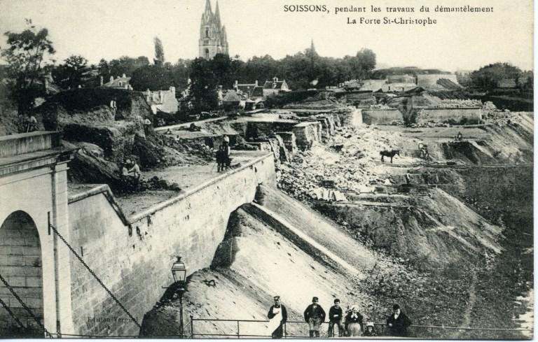 Soissons, pendant les travaux du démantèlement - La Porte Saint-Christophe_0