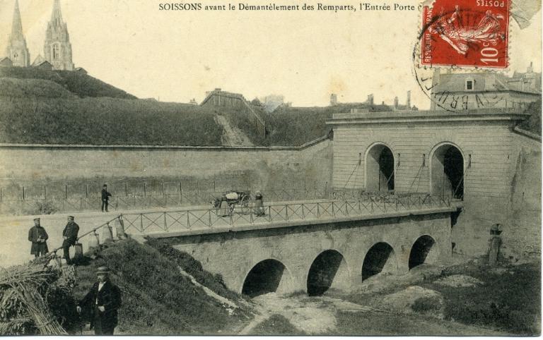 Soissons avant le Démantèlement des Remparts, l'Entrée Porte de Reims_0