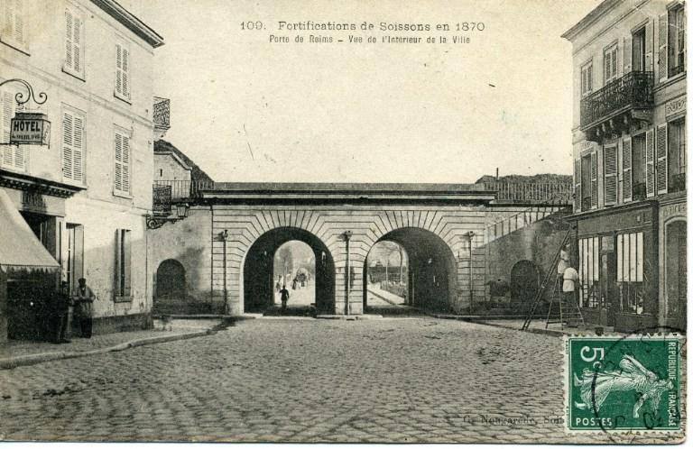 Fortifications de Soissons en 1870 - Porte de Reims - Vue de l'intérieur de la ville_0