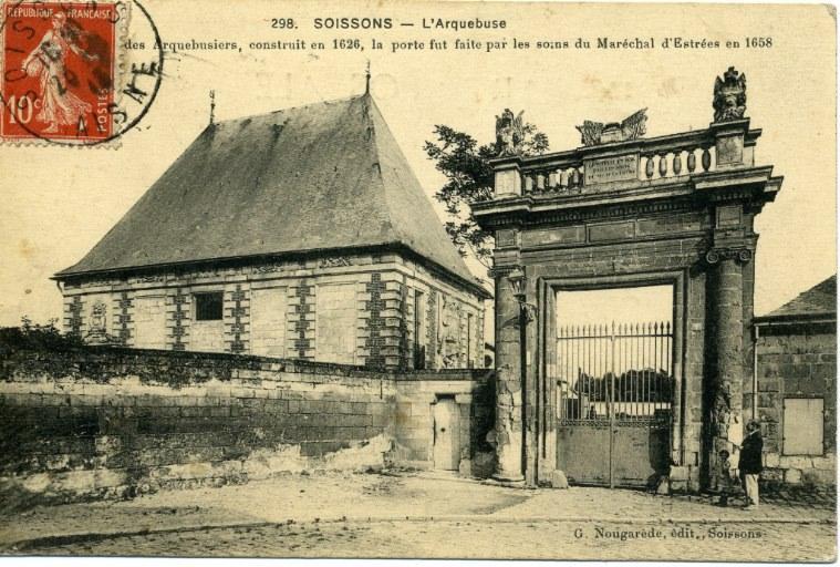 Soissons - L'Arquebuse. Ancien pavillon des Arquebusiers, construit en 1626, la porte fut faite par les soins du Maréchal d'Estrées en 1658_0