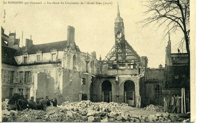 Le Soissons qui disparait - La chute du Clocheton de l'Hôtel-Dieu (1910)_0