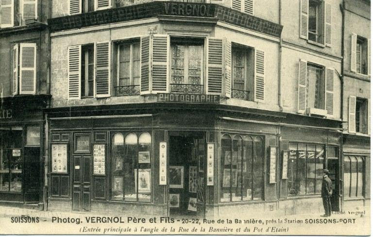 Soissons - Photographie Vergnol Père & Fils - 20-22, Rue de la Bannière, près la Station Soissons-Port (entrée principale à l'angle de la Rue de la Bannière et du Pot d'Etain)