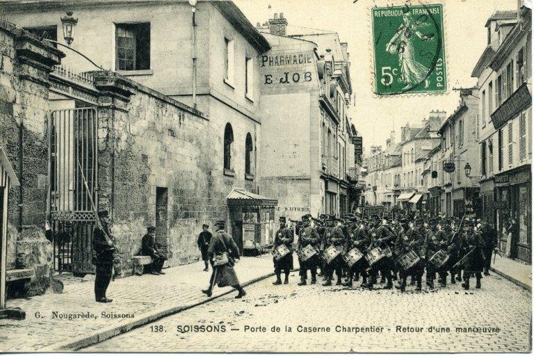 Soissons - Porte de la Caserne Charpentier - Retour d'une manoeuvre_0