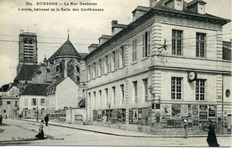 Soissons - La rue Desboves, à droite de la Salle des Conférences_0