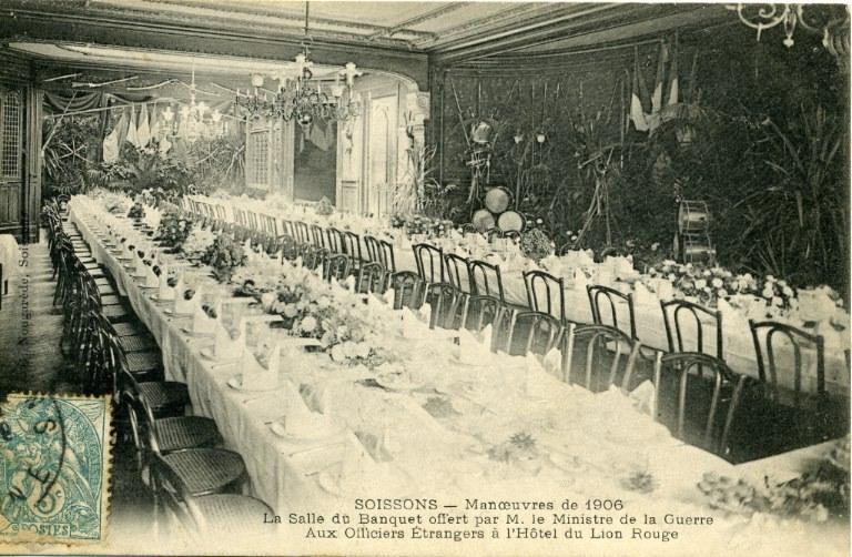 Soissons - Manoeuvre 1906 - Salle du banquet offert par M. le Ministre de la Guerre aux Officiers étrangers à l'Hôtel du Lion Rouge_0
