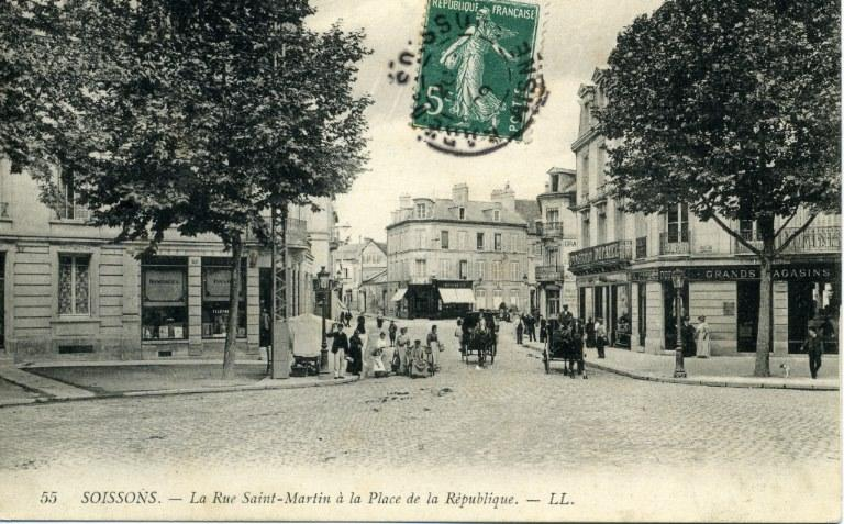 Soissons - La Rue Saint-Martin à la Place de la République