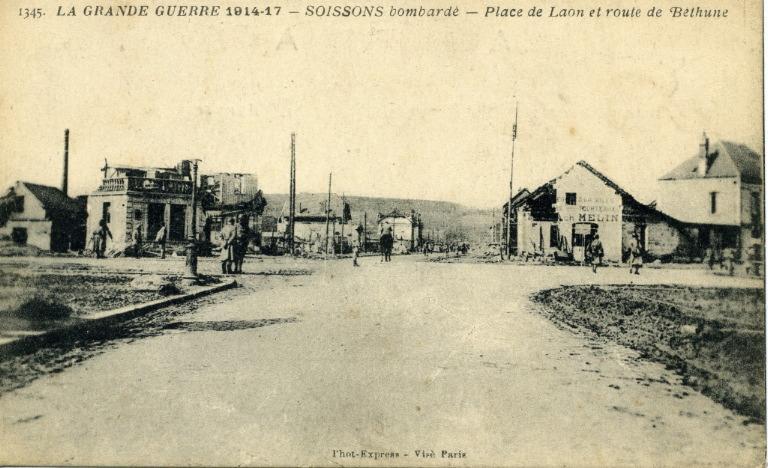 La Grande Guerre 1914-1917 - Soissons bombardé - Place de Laon et route de Béthune_0