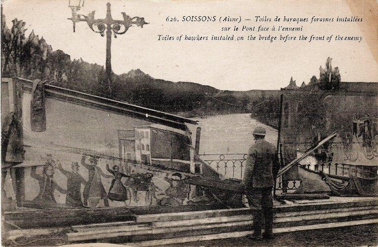 Soissons - Toiles des baraques foraines installées sur le Pont face à l'ennemi_0