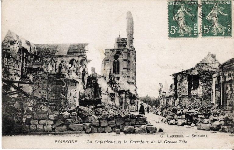 Soissons - La Cathédrale et le Carrefour de la Grosse-Tête_0