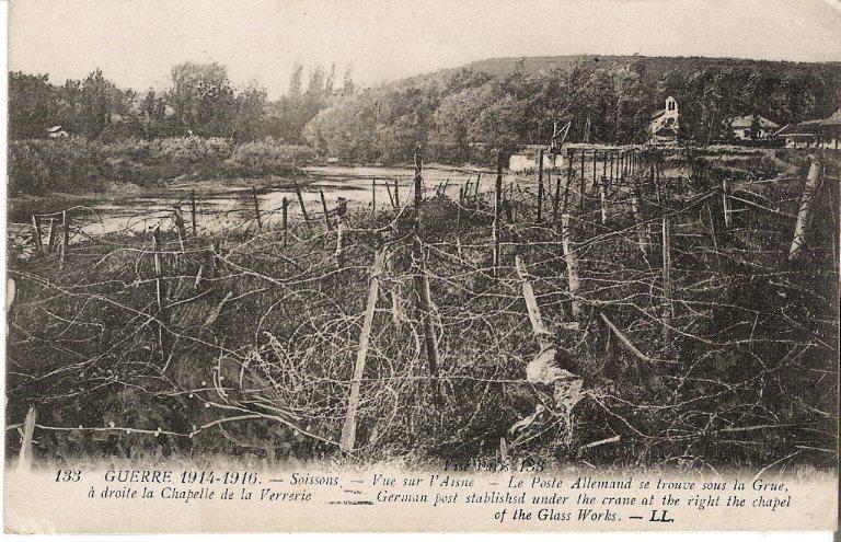 Guerre 1914-1916 - Soissons - Vue sur l'Aisne - Le Poste Allemand se trouve sous la Grue, à droite la Chapelle de la Verrerie_0