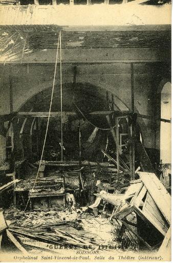 Guerre de 1914-1915 - Soissons - Orphelinat Saint-Vincent-de-Paul - Salle du théâtre (intérieur)_0