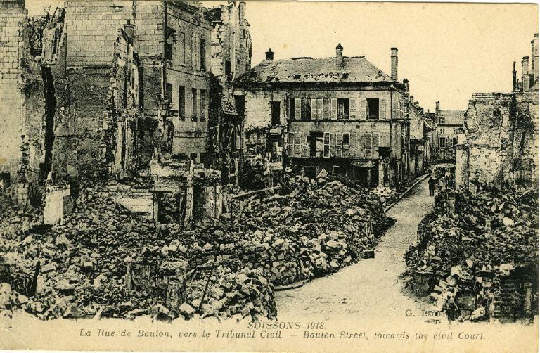 Soissons 1918 - La Rue de Bauton, vers le Tribunal Civil_0