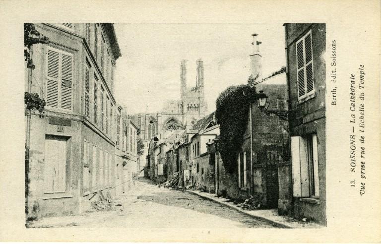 Soissons - La Cathédrale - Vue prise de la rue de l'échelle du temple_0