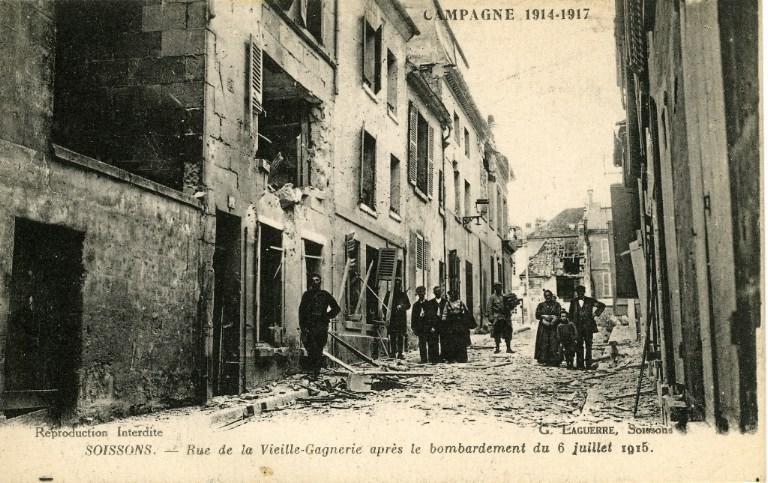 Campagne 1914-1915 - Soissons - Rue de la Vieille-Gagnerie après le bombardement du 6 juillet 1915_0