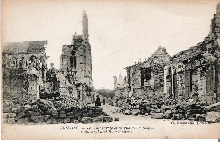 Soissons - La Cathédrale et la rue de la Buerie