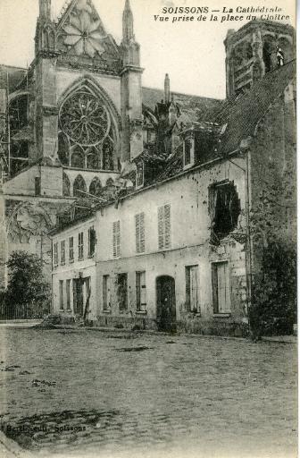 Soissons - La Cathédrale - Vue prise de la place du Cloître_0