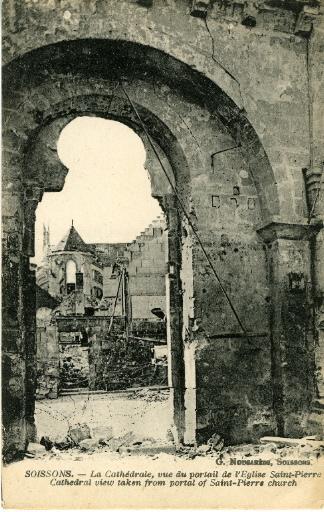 Soissons -La Cathédrale, vue du portail de l'église Saint-Pierre_0