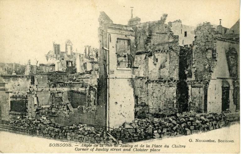 Soissons - Angle de la Rue de Jaulzy et de la Place du Cloître_0