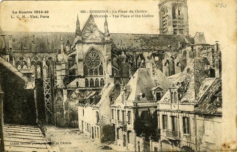 Guerre 1914-1918 - Soissons - La Place du Cloître_0