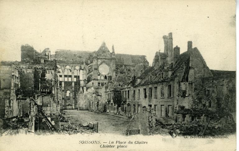 Soissons - La Place du Cloître_0