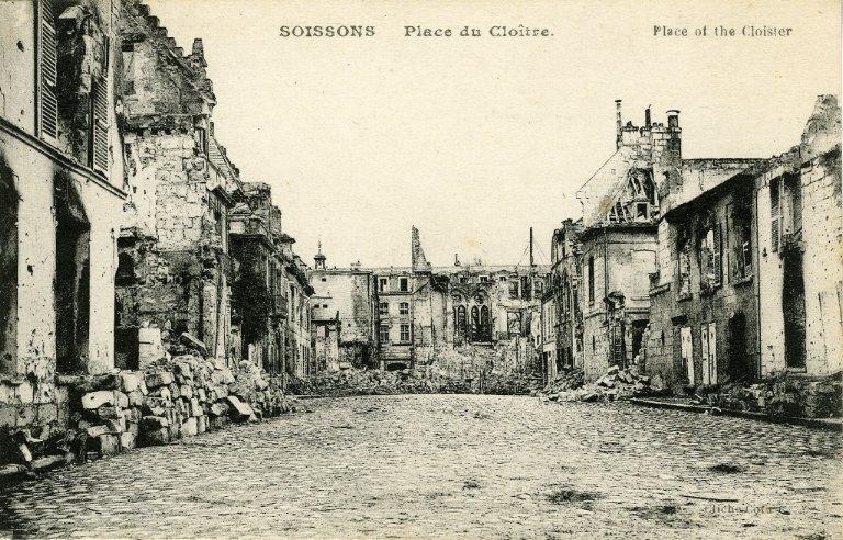 Soissons - Place du Cloître_0
