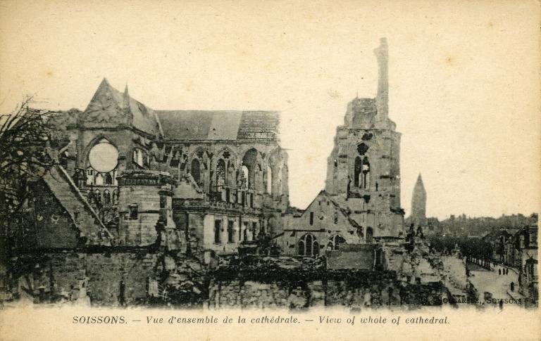Soissons - Vue d'ensemble de la cathédrale