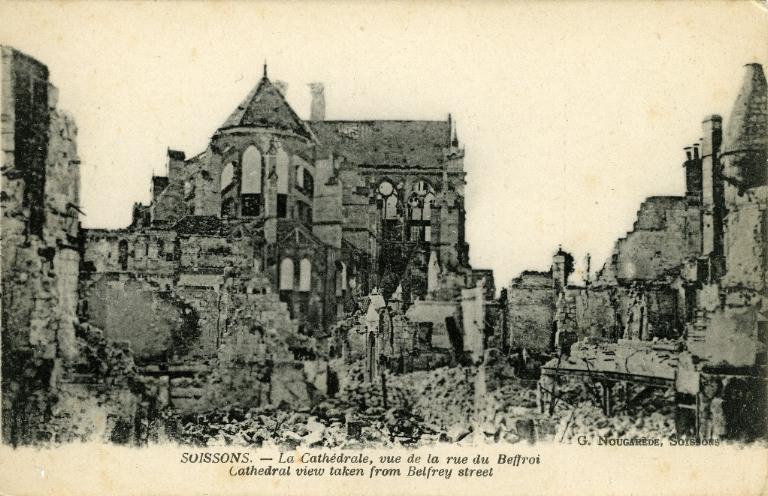 Soissons - La Cathédrale, vue de la rue du Beffroi_0
