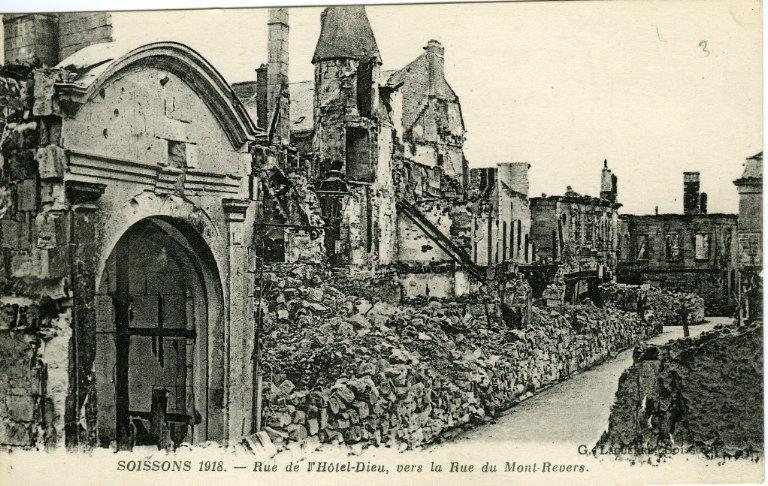 Soissons - Rue de l'Hôtel-Dieu, vers la Rue du Mont-Revers_0