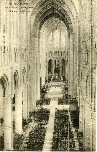 Soissons - La Nef de la Cathédrale - Vue sur le Choeur_0