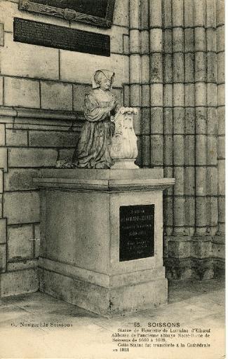 Soissons - Cathédrale - Statue de Henriette de Lorraine d'Elboeuf. Abbesse de l'ancienne abbaye Notre-Dame de Soissons de 1660 à 1669. Cette statue fut transférée à la Cathédrale en 1821_0