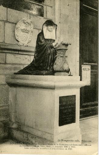 Soissons - Cathédrale - Statue de Gabrielle Marie de la Rochefoucault-Liancourt. Abbesse de l'ancienne Abbaye Notre-Dame de Soissons 1683 à 1693. Cette statue fut transférée à la Cathédrale en 1821_0