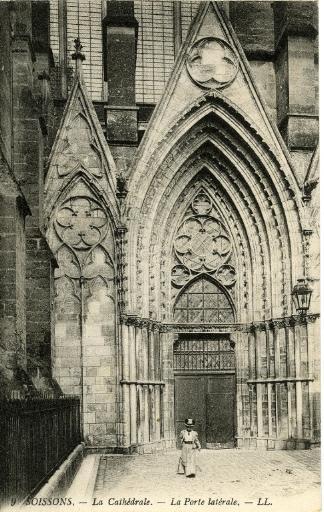 Soissons - Cathédrale - La Porte latérale_0