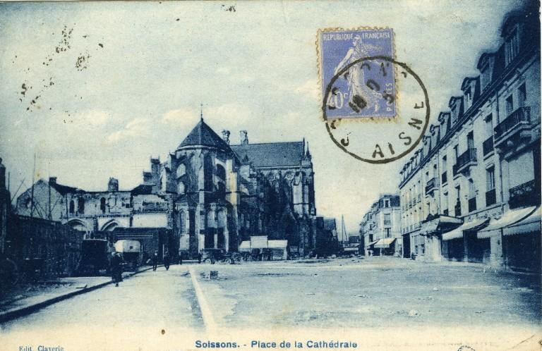 Soissons - Place de la Cathédrale_0