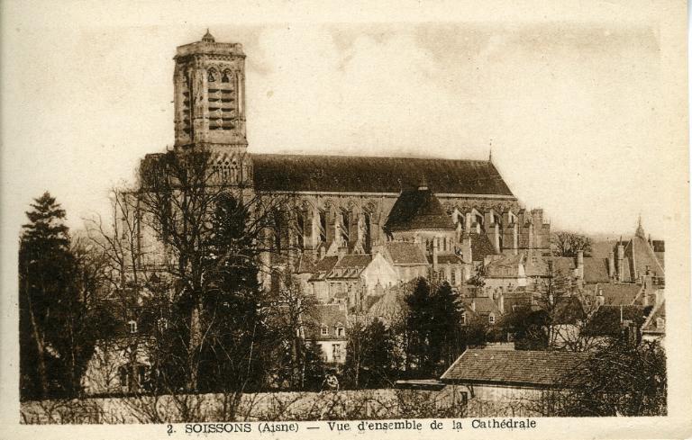 Soissons - Vue d'ensemble de la Cathédrale_0