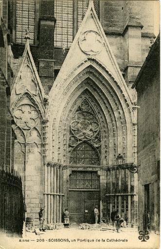 Soissons - Un Portique de la Cathédrale_0