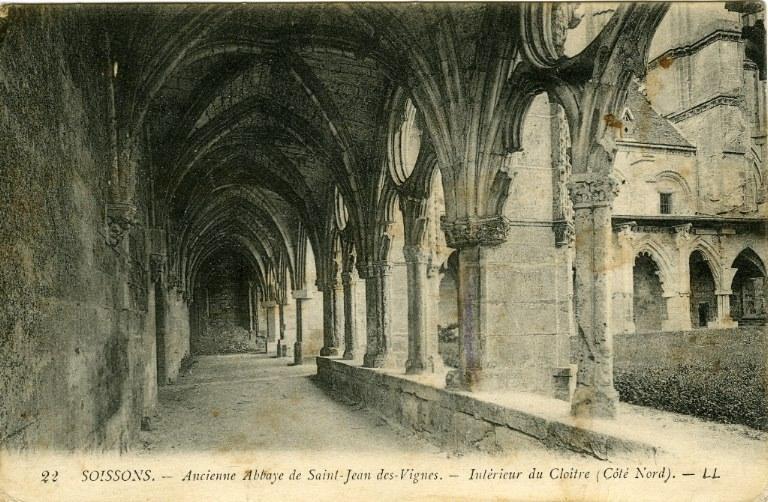 Soissons - Ancienne abbaye Saint-Jean-des-Vignes - Intérieur du Cloître (Côté Nord)_0