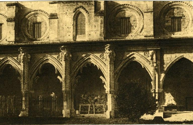 Soissons - Ancienne Abbaye de Saint-Jean-des-Vignes - Le Grand Cloître construit au début du XIVe_0