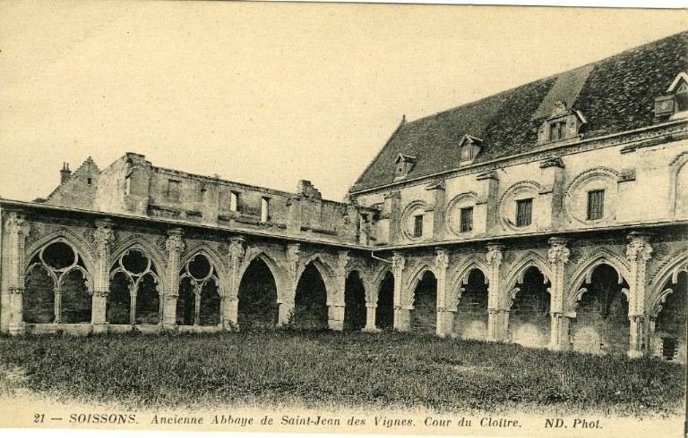Soissons - Ancienne Abbaye de Saint-Jean-des-Vignes - Cour du Cloître