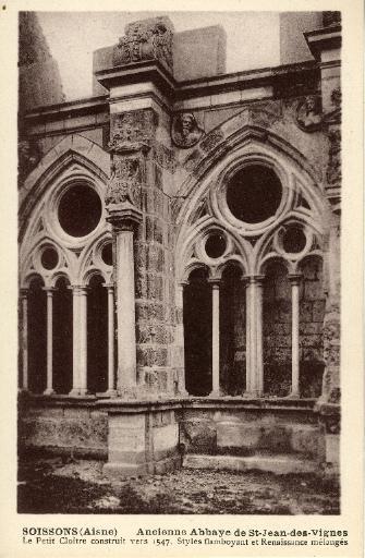 Soissons (Aisne) - Ancienne Abbaye de Saint-Jean-des-Vignes - Le petit Cloître construit vers 1547. Styles flamboyant et Renaissance mélangés_0