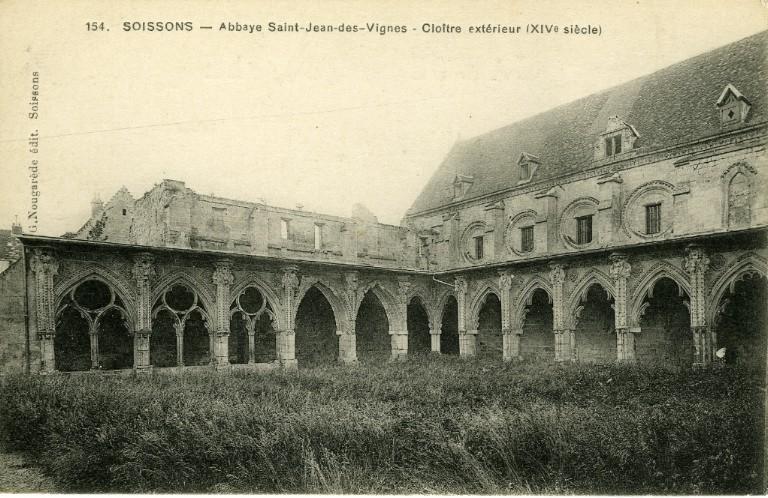 Soissons - Abbaye Saint-Jean-des-Vignes - Cloître extérieur (XIVe siècle)_0