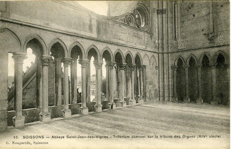 Soissons - Abbaye Saint-Jean-des-vignes, Triforium donnant sur la tribune des Orgues (XIVe siècle)