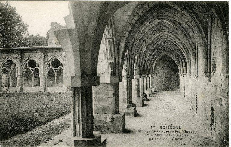 Soissons - Abbaye Saint-Jean-des-vignes. Le Cloître (XIVe siècle) - galerie de l'Ouest_0