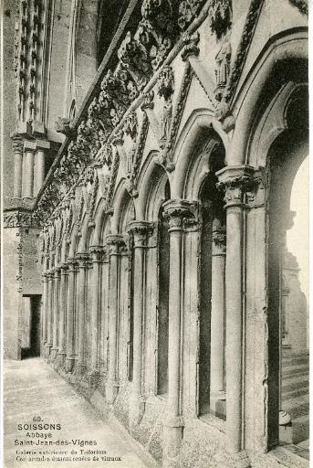 Soissons - Abbaye Saint-Jean-des-Vignes. Galerie extérieure du Triforium, ces arcades étaient ornées de vitraux